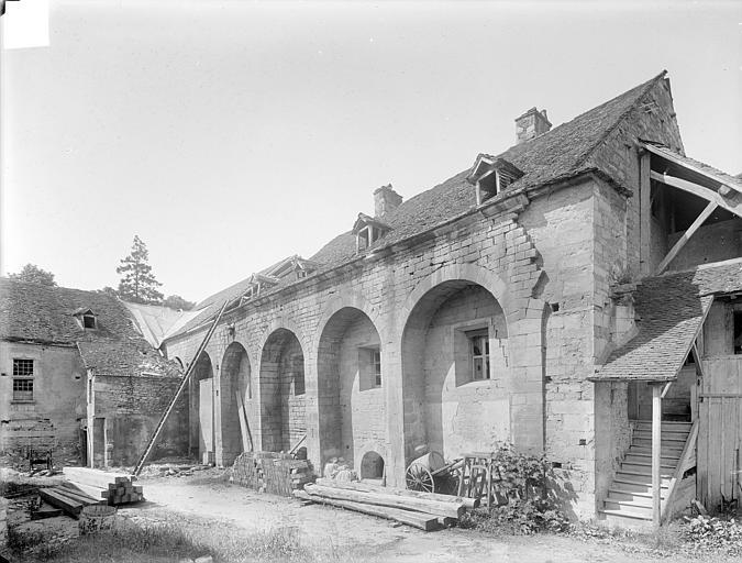 Abbaye de Clairvaux (ancienne) Cellier : façade est sur cour, Heuzé, Henri (photographe),
