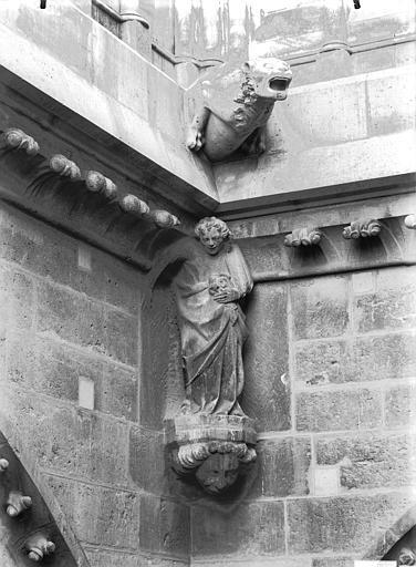 Cathédrale Notre-Dame Cariatide, angle bras nord du transept, Lajoie, Abel,