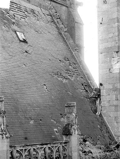 Eglise Notre-Dame ; Cathédrale (ancienne) Toiture endommagée, côté nord de la nef : Penture du toit, Durand, Jean-Eugène (photographe),