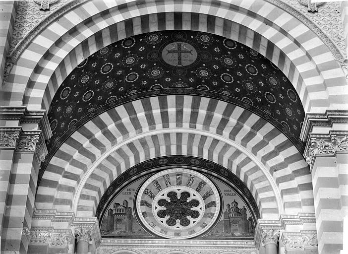Cathédrale Sainte-Marie-Majeure Porche de la façade sud : tympan et voûte, Mieusement, Médéric (photographe),