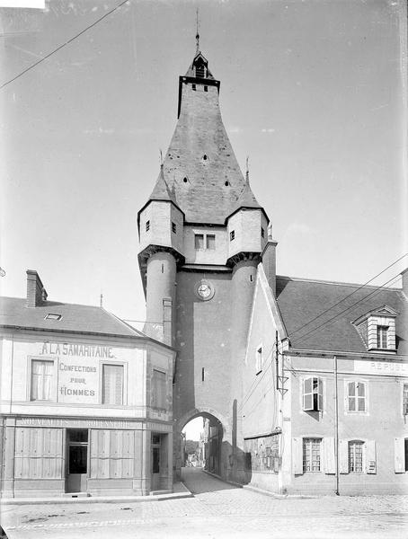 Tour de l' Horloge Côté est, Heuzé, Henri (photographe),
