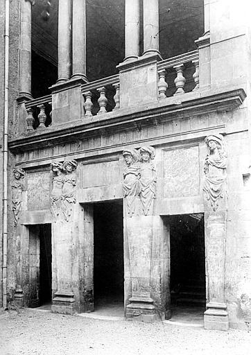 Hôtel de Nayzac Façade, vue d'ensemble des trois portes, Mieusement, Médéric (photographe),