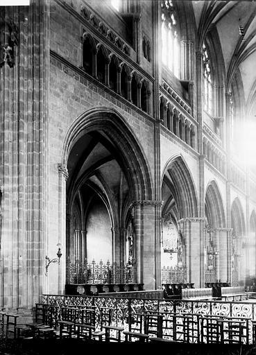 Cathédrale Saint-Corentin Nef: travées, Enlart, Camille (historien),