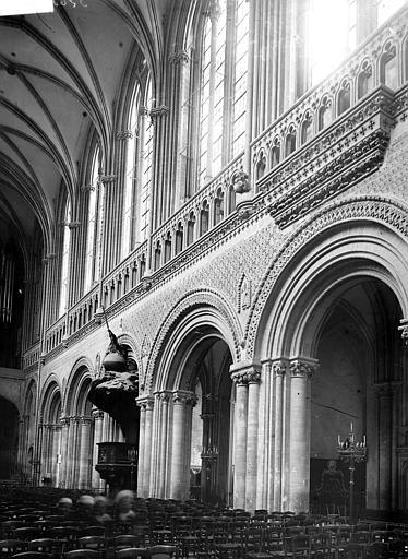 Cathédrale Travées de la nef, en hauteur, Enlart, Camille (historien),