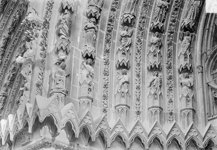 Cathédrale Notre-Dame Portail sud de la façade ouest. Voussures de gauche : Scènes de l'Apocalypse, Sainsaulieu, Max (photographe),
