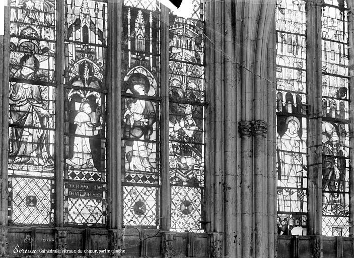 Cathédrale Notre-Dame Vitrail du choeur : Saint Pierre en pape. Donateur. La Vierge à l'Enfant. Charles le mauvais. Saints personnages, Mieusement, Médéric (photographe),