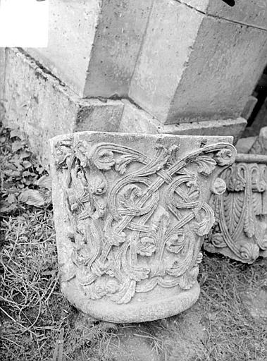 Evêché (ancien) Chapiteau roman, Heuzé, Henri (photographe),
