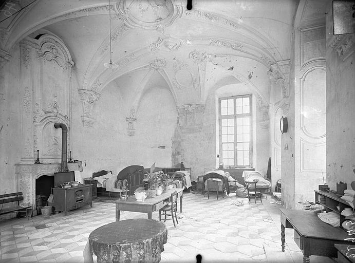 Abbaye Sainte-Marie-Majeure (ancienne), hôpital civil Parloir (à l'angle nord-est du cloître) : Vue intérieure, Queste, P. photographe),