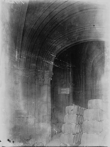 Eglise Saint-Philibert Portail ouest: ébrasement droit, Enlart, Camille (historien),