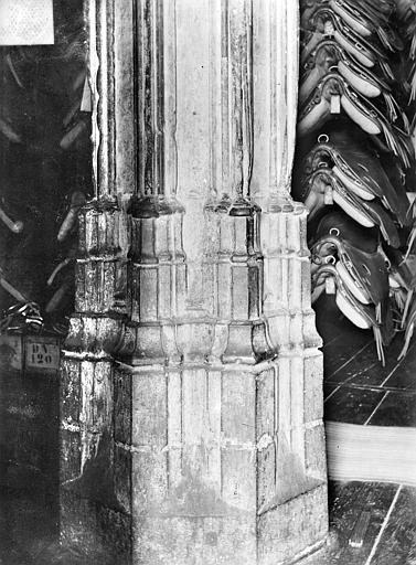 Château Donjon : Base d'un pilier d'une salle, Vorin,