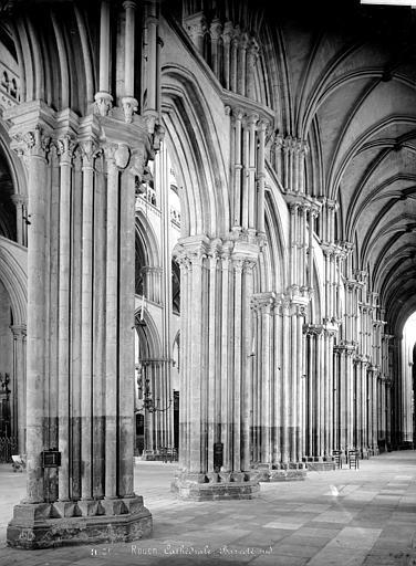 Cathédrale Notre-Dame Vue intérieure du bas-côté sud, vers le nord-est, Mieusement, Médéric (photographe),