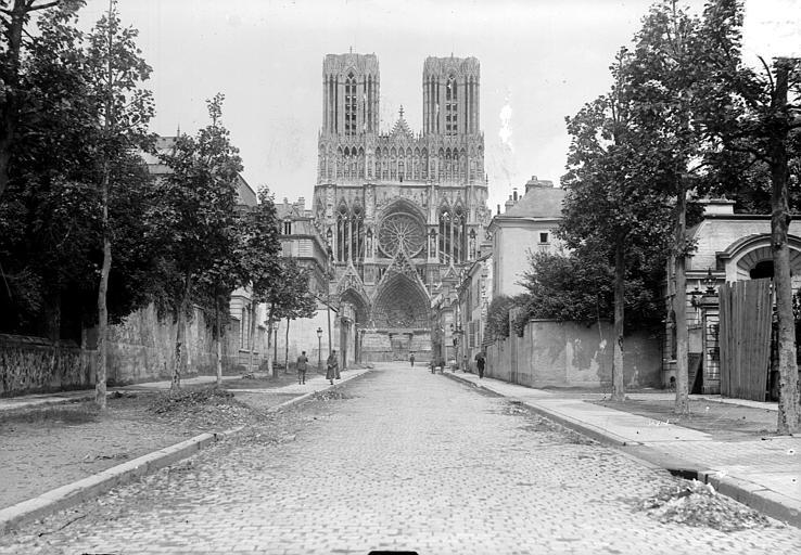 Cathédrale Façade ouest prise de la rue du Trésor, Goubeau (photographe),