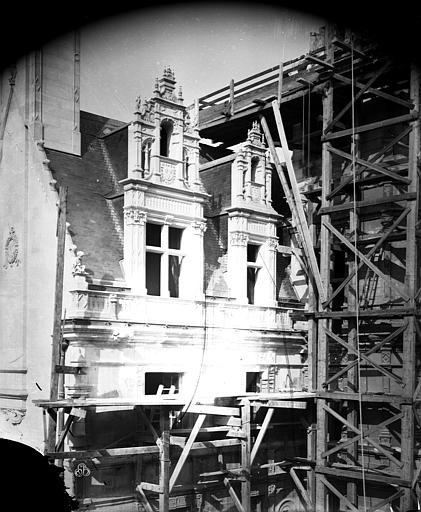 Hôtel Pincé Façade est sur cour : Lucarnes, Berthault (photographe),