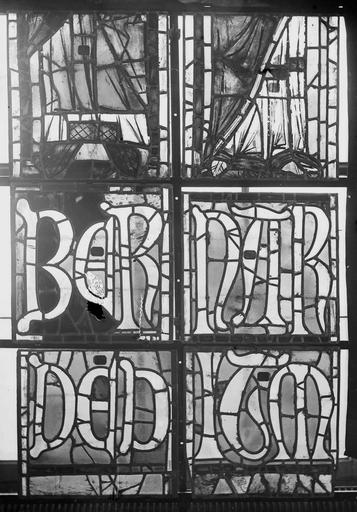 Cathédrale Notre-Dame Vitraux de la fenêtre axiale du choeur, figures inférieures de la troisième et quatrième lancette, Nadeau, H. (photographe),