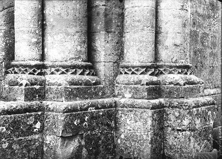 Eglise Base de colonne, Heuzé, Henri (photographe),