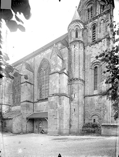 Eglise Sainte-Radegonde Façade nord, Gossin (photographe),