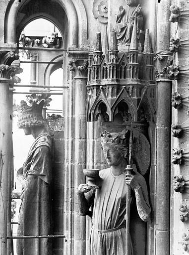 Cathédrale Notre-Dame Statue de l'Eglise, buste, Lajoie, Abel,