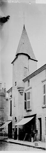 Maison Tourelle, Enlart, Camille (historien),