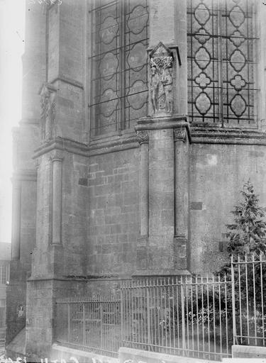 Cathédrale Notre-Dame-de-l'Assomption Contreforts, détail, Durand, Georges (photographe à Amiens),