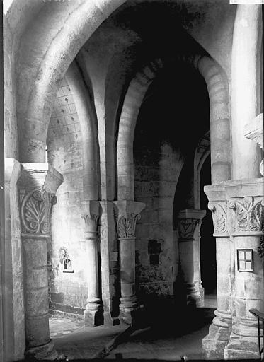 Eglise Saint-Eutrope Crypte: déambulatoire, Enlart, Camille (historien),