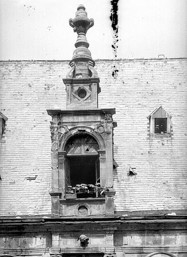 Hôtel d'Escoville (ancien) Grande lucarne de gauche, Durand, Jean-Eugène (photographe),