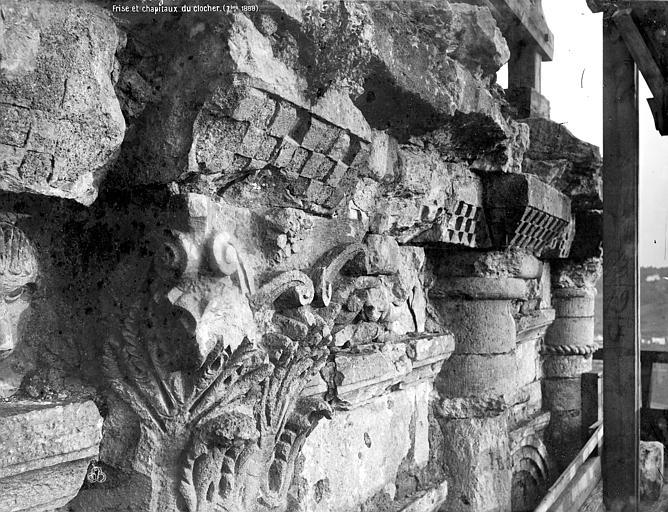 Cathédrale Saint-Front Clocher : corniche et chapiteaux, Mieusement, Médéric (photographe),
