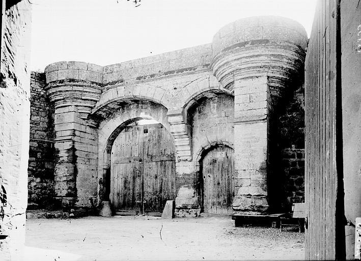 Prieuré (ancien) Portail, Enlart, Camille (historien),