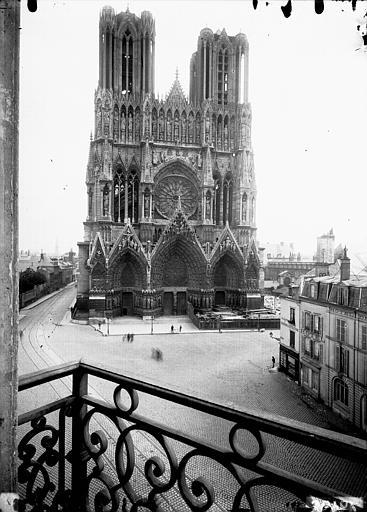 Cathédrale Notre-Dame Ensemble ouest, prise d'un balcon, Lajoie, Abel,