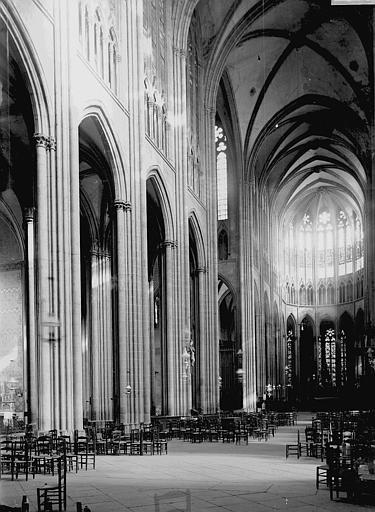 Cathédrale Notre-Dame Nef vue de l'entrée, Enlart, Camille (historien),