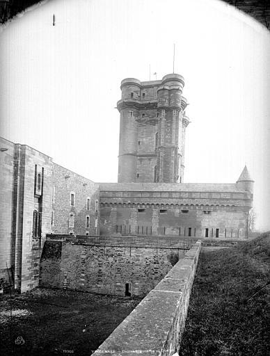 Château de Vincennes Donjon et rempart, Durand, Jean-Eugène (photographe),