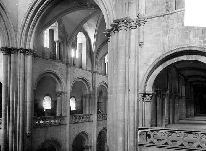 Abbaye aux Hommes (ancienne) ; Eglise abbatiale Saint-Etienne Vue intérieure du transept : triforium et tribunes, Heuzé, Henri (photographe),
