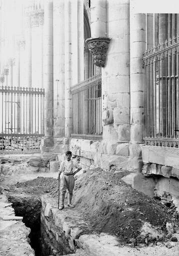 Cathédrale Notre-Dame Fouilles exécutées le 11 août 1919 et montrant les fondations des piles du choeur, Verneau, G.,