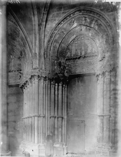 Eglise Notre-Dame Portail ouest: porte latérale, Enlart, Camille (historien),