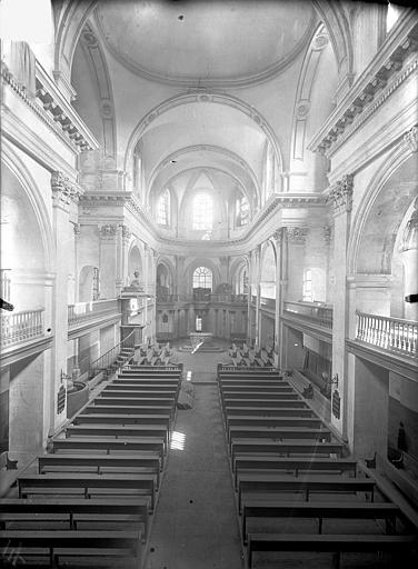 Temple protestant Vue intérieure de la nef vers le choeur, prise depuis la tribune, Queste, P. photographe),