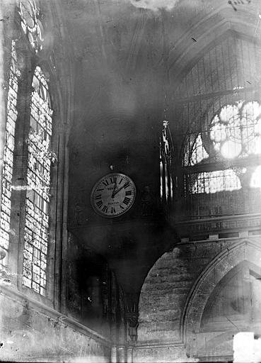 Cathédrale Notre-Dame Horloge d'édifice, Sainsaulieu, Max (photographe),