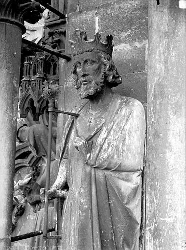 Cathédrale Notre-Dame Contrefort de la tour nord, buste de roi, Lajoie, Abel,