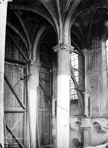 Eglise Saint-Martin Intérieur : colonnes et chapiteaux de la nef, Mieusement, Médéric (photographe),