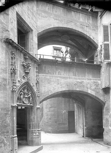 Hôtel Savaron Cour intérieure : Porte d'escalier et porche, Durand, Jean-Eugène (photographe),