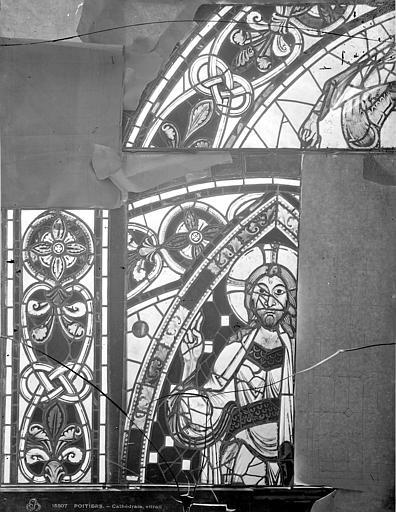 Cathédrale Saint-Pierre Vitrail, baie B : détails d'ornementation, Leprévost (photographe),
