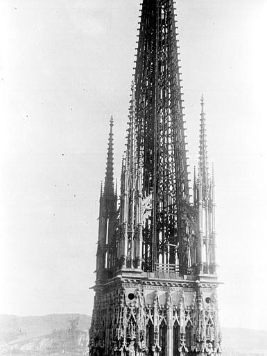 Cathédrale Flèche, Chaine, Henri (architecte),