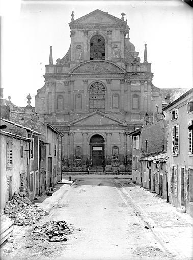 Abbaye Sainte-Marie-Majeure (ancienne), hôpital civil Eglise - Façade d'entrée (à l'est), Queste, P. photographe),