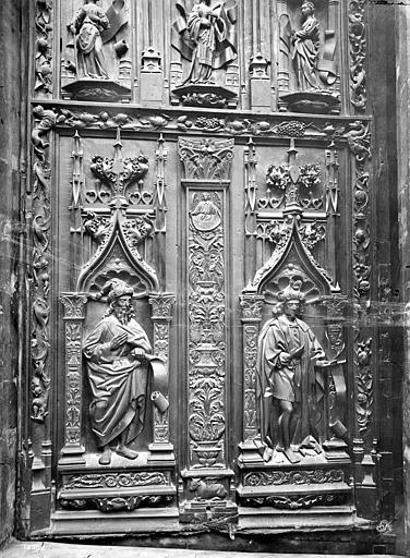 Cathédrale Saint-Sauveur Portail central de la façade ouest : Porte en bois sculpté (panneau inférieur de droite), Mieusement, Médéric (photographe),