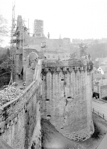 Château Tour Raoul, vue prise de la plate forme de la Tour Surienne, Durand, Eugène (photographe),