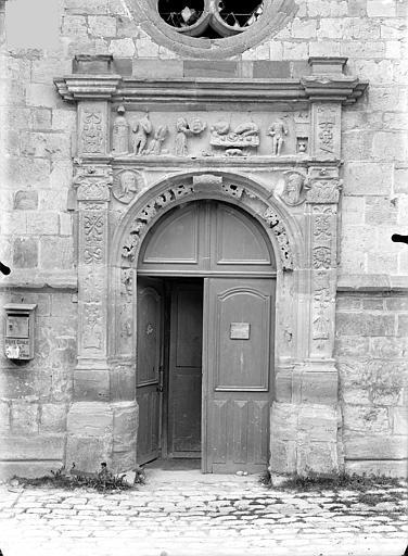 Eglise Notre-Dame Portail de la façade sud, Queste, P. photographe),