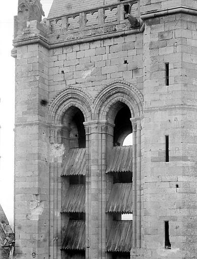 Eglise Notre-Dame ; Cathédrale (ancienne) Tour-clocher : Partie au niveau des ouvertures, Durand, Jean-Eugène (photographe),