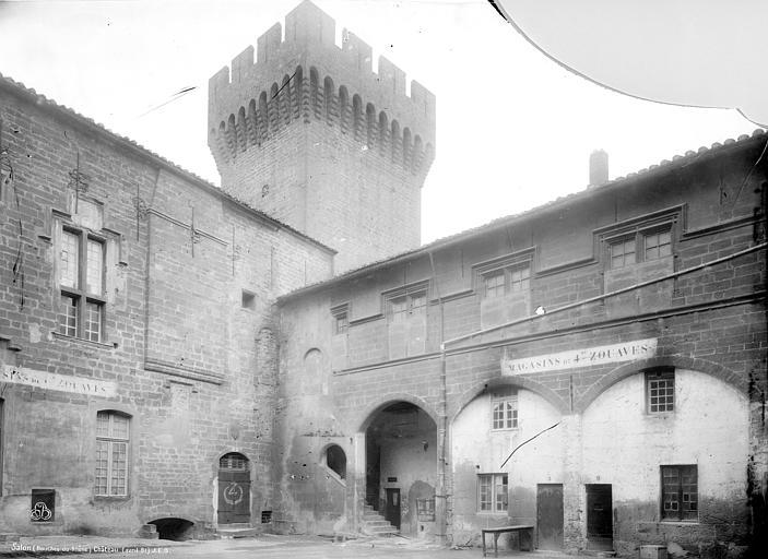 Château Cour intérieure, Durand, Jean-Eugène (photographe),