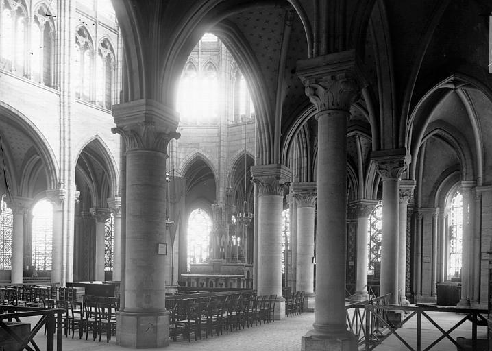Eglise abbatiale Vue diagonale de la nef, Enlart, Camille (historien),
