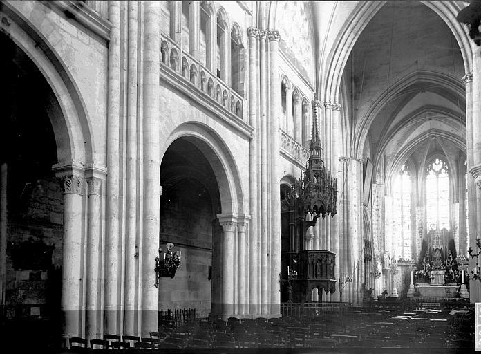 Eglise Saint-Taurin Nef vue de l'entrée, Enlart, Camille (historien),