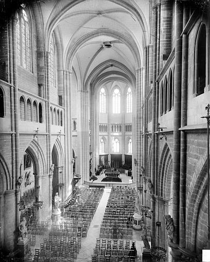 Cathédrale Saint-Bénigne Vue intérieure de la nef vers le choeur, prise des tribunes, Delaunay (photographe),