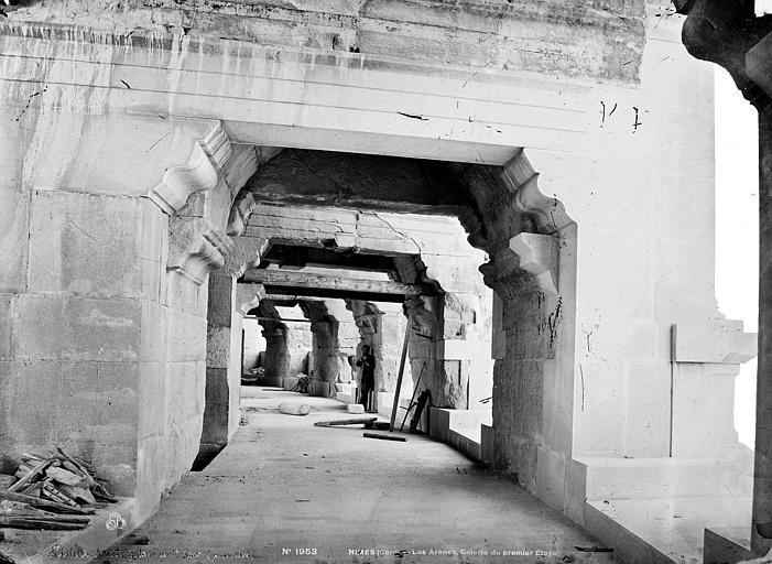 Amphithéâtre Vue intérieure de la galerie du premier étage, Mieusement, Médéric (photographe),